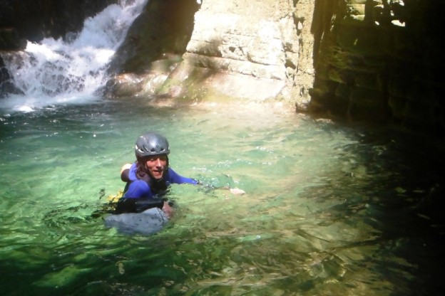 Canyoning Grenoble, nage dans le furon