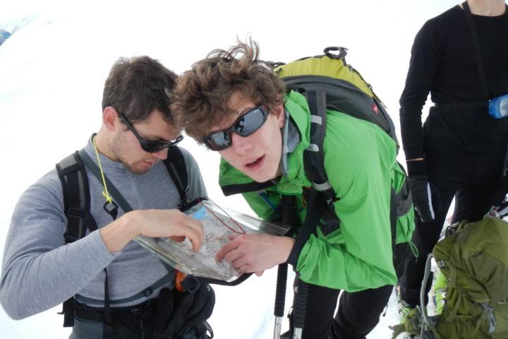Jeudi-sécurité bureau des guides et accompagnateurs de Grenoble orientation hiver boussole carte azimut autonomie montagne raquette course d'orientation chasse au trésors