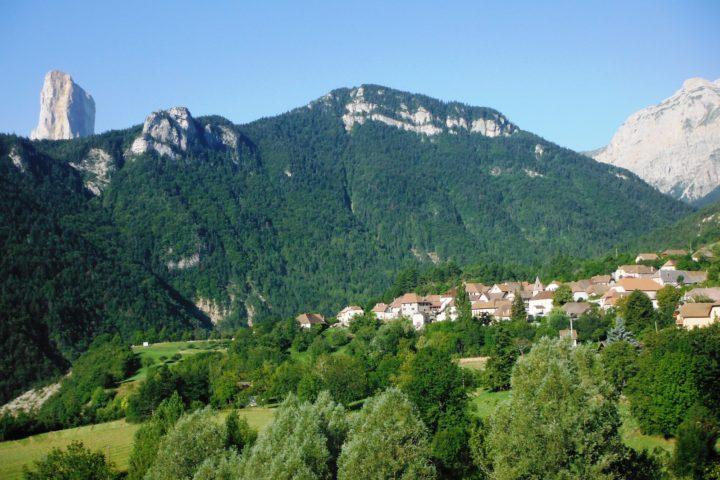 le Mont-Aiguille depuis Saint-Michel les portes