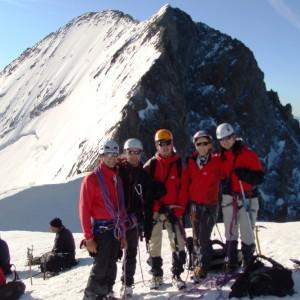 au sommet du Dôme des Ecrins avec le bureau des guides de Grenoble