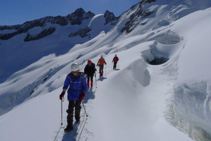 rando glaciiaire crevasse avec le bureau des guides de grenoble