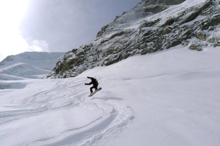 saut en snowboard avec les guides de grenoble