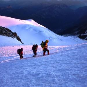 Ascension du Mont blanc : arête des bosses avec le bureau des guides de grenoble