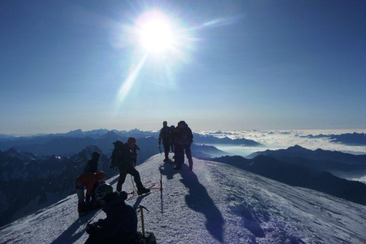 au sommet du Mont-blanc avec le bureau des guides de Grenoble