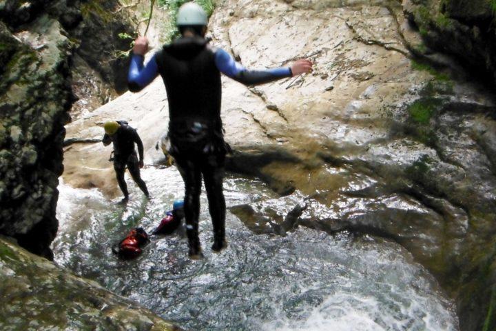 Canyoning, saut dans les Ecouges du bas