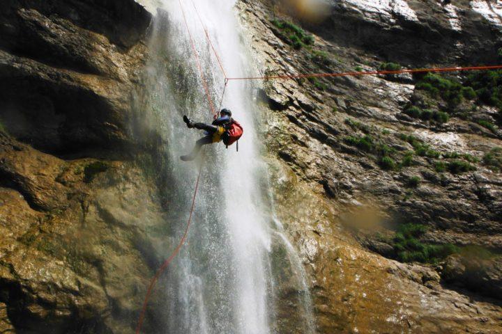 canyoning grenboble, rappel déporté en canyon technique