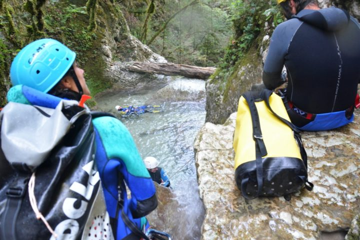 canyoning Grenoble, premier obstacle du canyon du versoud