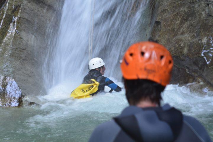 canyoning Grenoble, jolie cascade dans le canyon du versoud