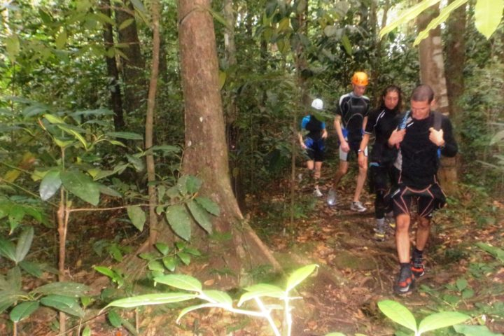 marche d'approche canyoning Guadeloupe