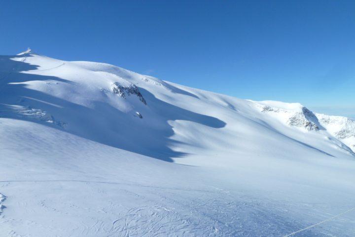 ski hors piste étendue glaciaire de la Grave avec le bureau des guides de grenoble (utilisation de la corde sur glacier)