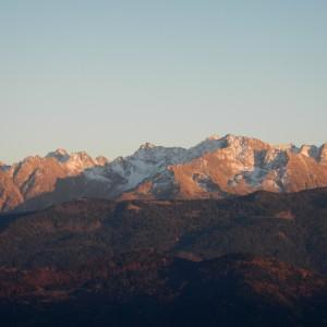 le massif de belledonne vu depuis la chartreuse lors d'une rando du vertige avec les guides de Grenoble