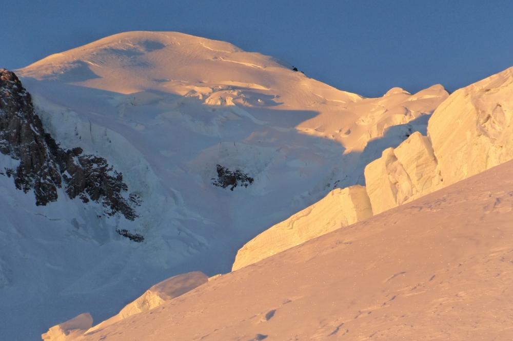 Vue sur le Mont blanc en sortant de l'éperon nord du Dôme