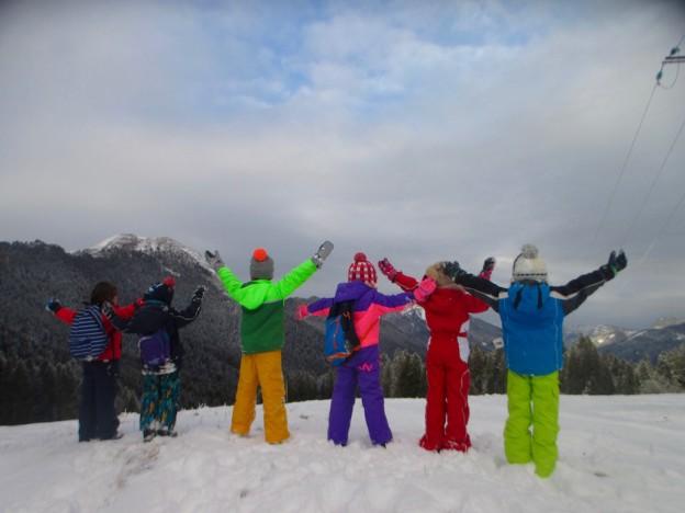Sortie raquettes à neige avec des enfants