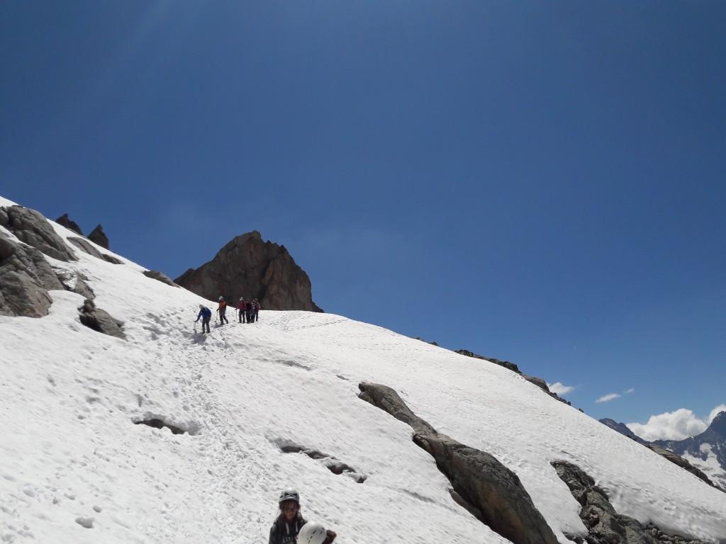 Retour, crampons au pieds vers la vallée. La descente sera longue et torride, donnant encore plus de relief à cette ascension.